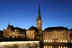 Fraumunster Zurich błękita Katedralna godzina Obrazy Royalty Free