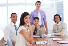 förbinder internationellt möte för affär Arkivbild