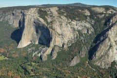 Förbluffa sikter av El Capitan i Yosemite Arkivbild