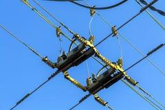 Fördelande makt för elektrisk tråd till en spårvagn Royaltyfri Fotografi