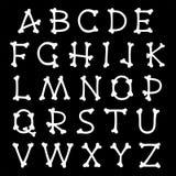 Färdig uppsättning av alfabetbokstäver som formas som ben Arkivfoto