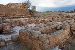 Fördärvar av den antika hamnen, Caesarea Maritima Royaltyfri Bild