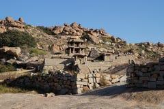 Fördärvar av den forntida staden Vijayanagara, Indien Arkivbild