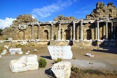 Fördärvar av den forntida templet i sidan, Turkiet Arkivfoton