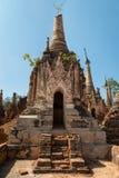 Fördärvar av forntida Burmese buddistiska pagoder Fotografering för Bildbyråer