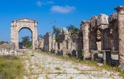 Fördärvar av forntida Roman Triumphal Arch, Libanon Arkivfoton