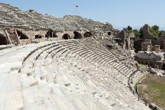 Fördärvar av forntida romersk amfiteater i sida Royaltyfri Foto