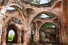Fördärvar av moské på den Kilwa Kisiwani ön, Tanzania Royaltyfri Fotografi