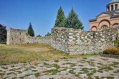 Fördärvar av väggen av den medeltida kloster St John det baptistiskt, Bulgarien Arkivfoton
