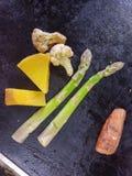Freír aspargus verde foto de archivo