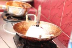 Freír el queso de soja en un sartén, versión 5 fotos de archivo libres de regalías