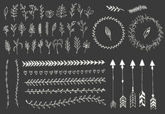 Frecce d'annata disegnate a mano, piume, divisori ed elementi floreali Fotografia Stock Libera da Diritti