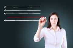 Frecce del disegno della donna di affari nelle direzioni differenti Priorità bassa per una scheda dell'invito o una congratulazio Immagini Stock Libere da Diritti