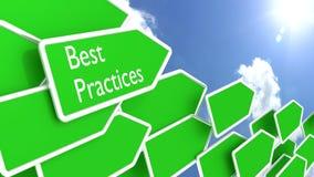 Frecce di concetto di best practice e cielo blu soleggiato Fotografia Stock