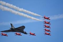 Frecce di Southport dello show aereo/bombardiere rossi di Vulcan Immagine Stock