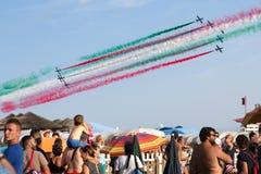 Frecce Tricolore, trójbarwne strzała w Ladispoli, Włochy zdjęcia stock