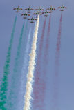 Frecce Tricolori : équipe acrobatique aérienne italienne dessinant le drapeau italien Photos libres de droits