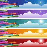 Freccia con l'insieme della priorità bassa delle nubi Fotografia Stock Libera da Diritti