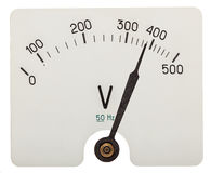 Freccia del voltometro che indica i 380 volt, isolata sulle sedere bianche Immagine Stock