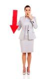 Freccia della donna di affari che indica giù Fotografia Stock