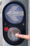 Freccia della stampa del dito e passaggio pedonale del bottone immagini stock libere da diritti