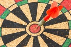 Freccia di legno del dardo e dell'obiettivo Fotografie Stock