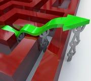 Freccia di sollevamento della squadra sopra le pareti di labirinto Fotografie Stock