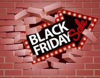 Freccia di vendita di Black Friday che attraversa la parete Immagini Stock