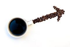 Freccia fatta dei fagioli del coffe con la tazza Immagini Stock