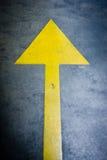 Freccia gialla fotografie stock