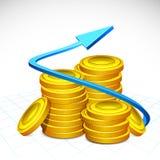 Freccia intorno alla pila di moneta di oro Immagini Stock