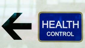 Freccia nera portare all'ufficio di controllo sanitario fotografia stock libera da diritti