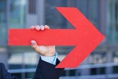 Freccia rossa che indica la destra Fotografie Stock Libere da Diritti