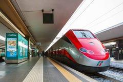 Freccia Rossa pociska pociąg 300 km/h Fotografia Stock