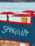 Freccia spiaggia arrow. Blue and red stock images