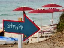 Freccia spiaggia arrow. Blue and red royalty free stock photos