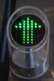 Freccia sulla scala mobile automatica per il tranportation pubblico Fotografia Stock