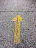 Freccia sulla strada Fotografie Stock Libere da Diritti