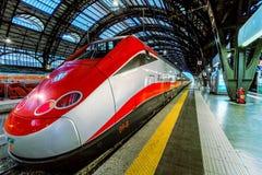 Frecciarossa su Milan Central Station. Fotografia Stock Libera da Diritti