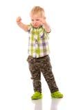 Frecher blonder kleiner Junge kurz gesagt und Hemd Stockbilder