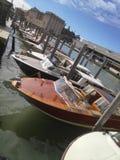 Fred med fartyget i Venedig royaltyfri foto