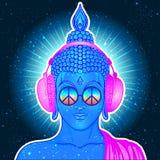fred och förälskelse Färgrik Buddha i regnbågeexponeringsglas som lyssnar till Royaltyfri Bild