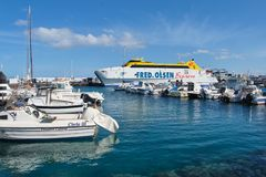 Fred Olsen Express, Fähre im Hafen von Playa BLANCA lizenzfreies stockbild