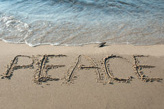 Fred som är skriftlig i sanden Royaltyfri Bild