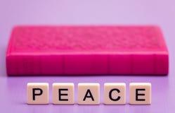 Fred som ut stavas royaltyfria bilder