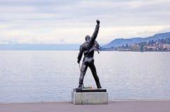 Freddie Mercury-standbeeld op waterkant van het meer van Genève, Montreux, S Royalty-vrije Stock Afbeeldingen