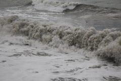 Freddo del maltempo del mare di inverno di Mar Nero della tempesta Immagini Stock
