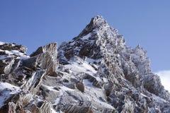 Freddo di congelamento in montagne fotografie stock