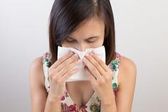 Freddo di influenza o sintomo di allergia Fotografie Stock Libere da Diritti
