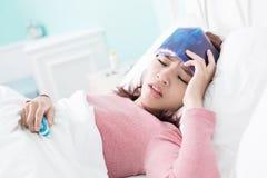 Freddo e febbre presi donna Fotografie Stock Libere da Diritti